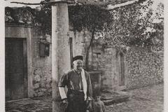 1919 - Μπροστά στο σπίτι του Εμμ. Αλιγηζάκη